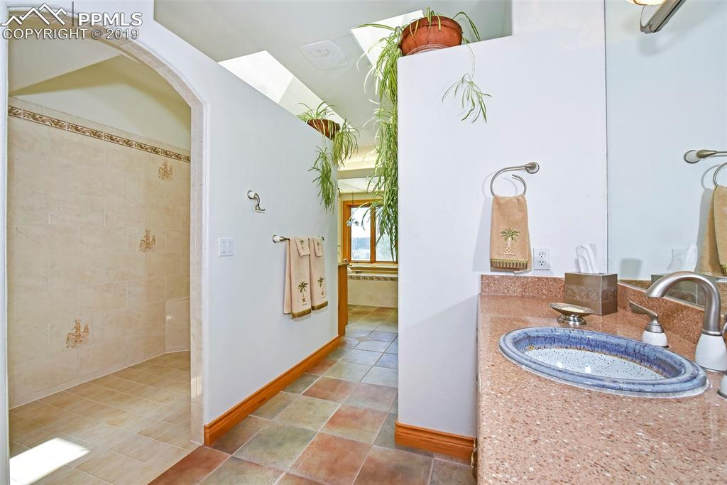 Pottery Sink, Walk In Shower w/Dual Shower Heads