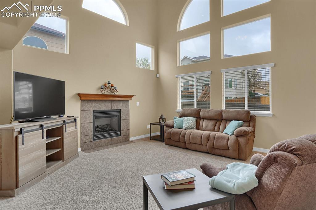 Bright and open family room with high ceiling and gas fireplace