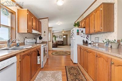 Granite look counters, laminate flooring and great open flow!