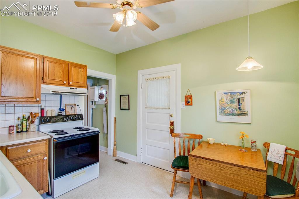 Eat-in kitchen walks out to mud room and has basement access.