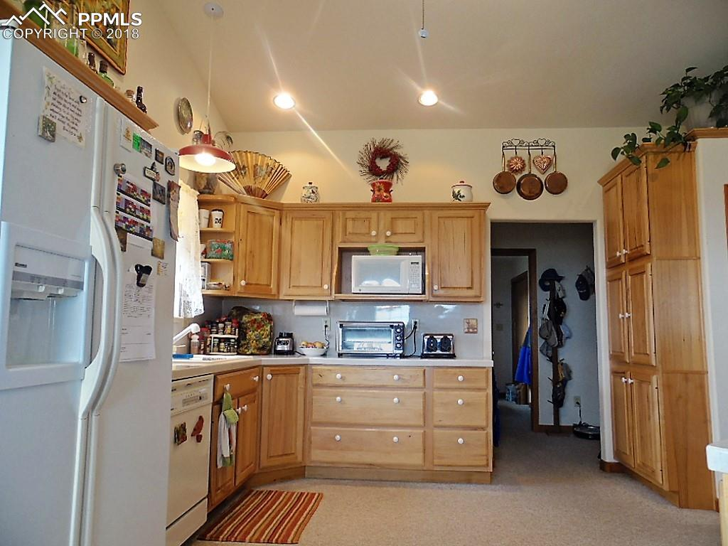 Hickory Cabinets~Corian Surface Counter Tops and Back Splash~ Enormous Pantry!