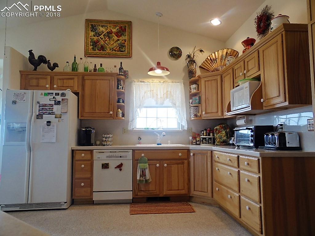 Fully Equipped Kitchen~Refrigerator, Dishwasher and Microwave Included