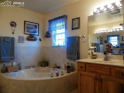 Private Oasis! Jetted Tub and 2nd Vanity