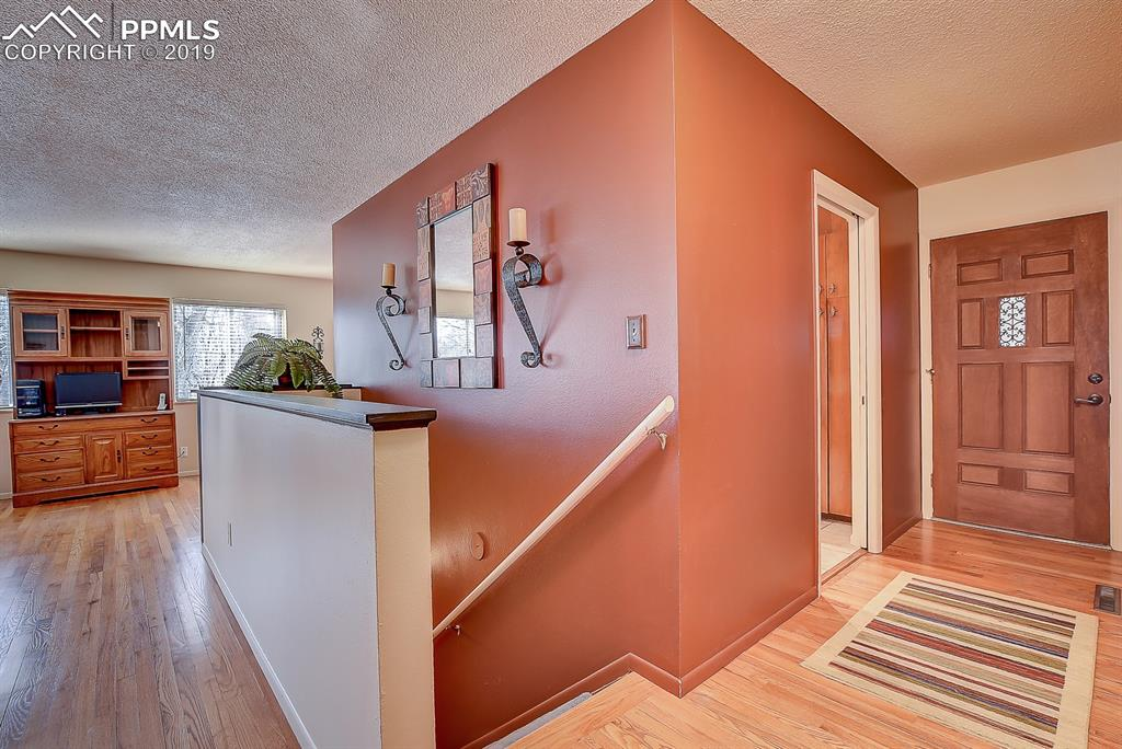 Access Stairs to Basement!