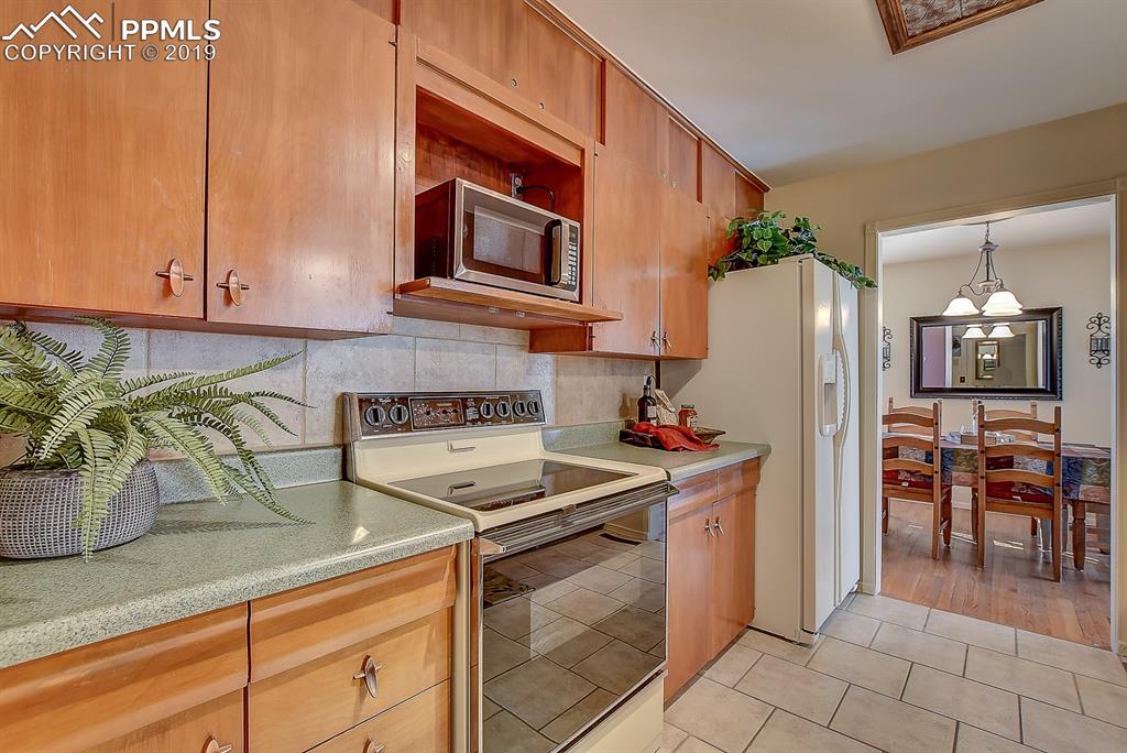Kitchen has access to Dining Room!