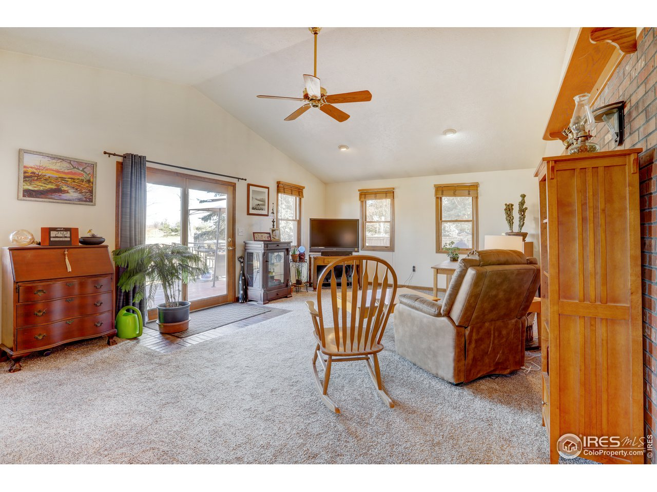 Vaulted ceilings & ceiling fan. Access to rear deck.