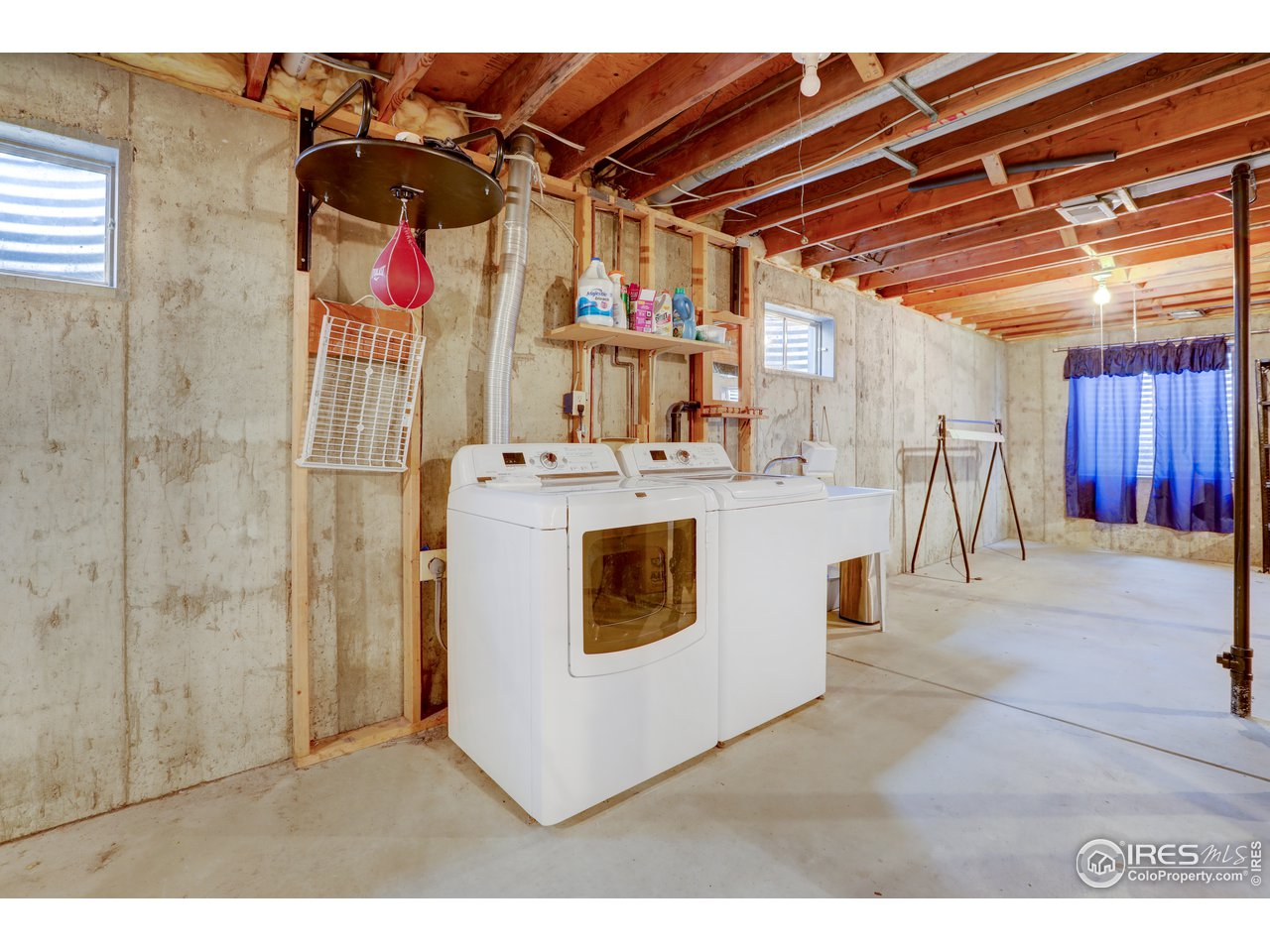 washer /dryer and deep sink are in basement