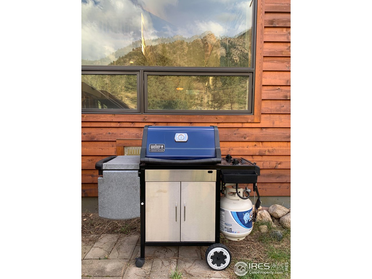 propane gas grill is included with this sale (ready for a cookout?)