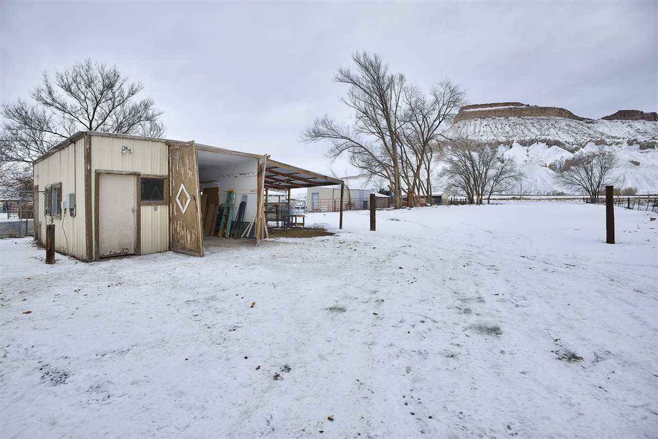 This outbuilding offers a workshop/shed, one-car garage and lean-to, all in one!