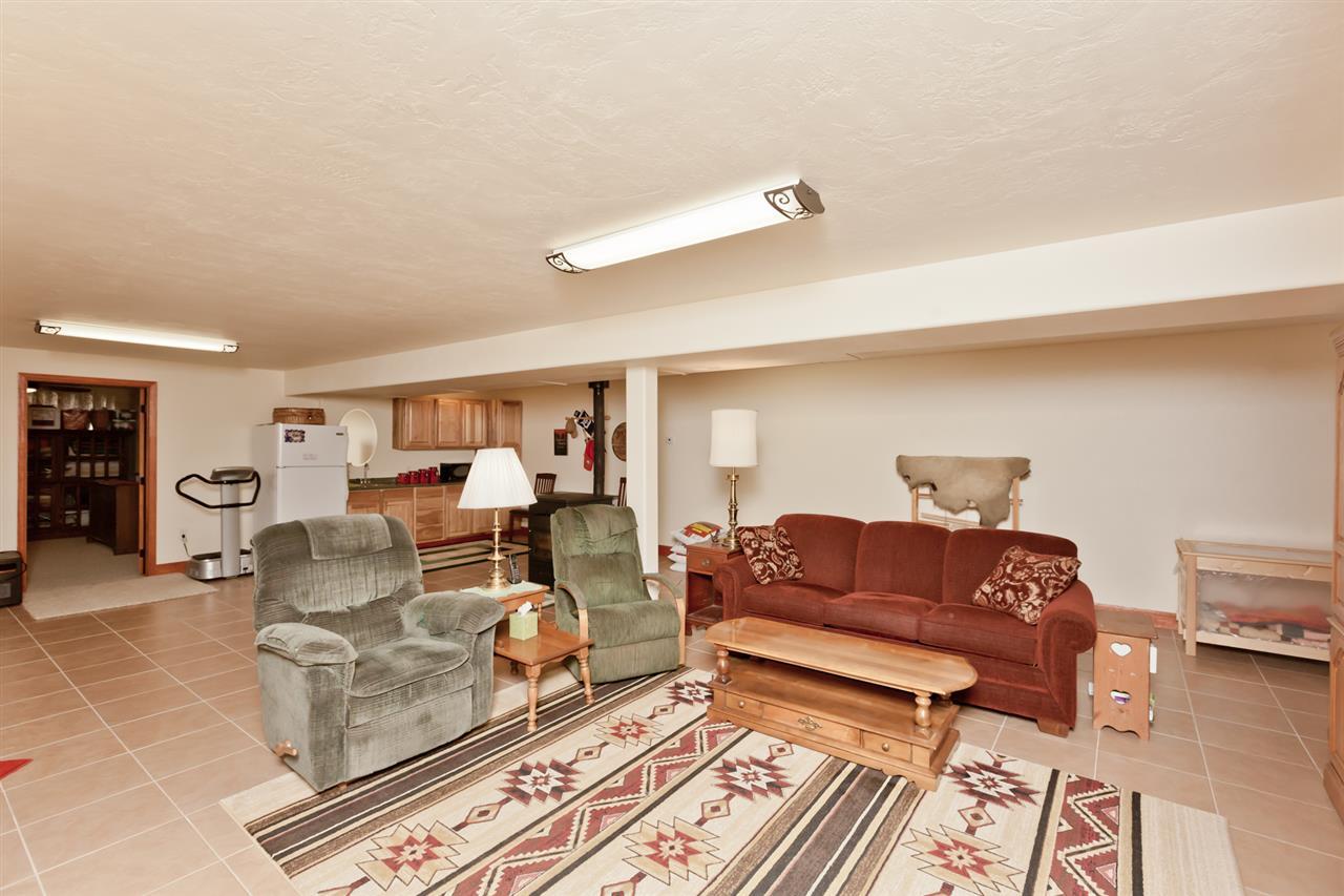 Huge Basement Family Room!