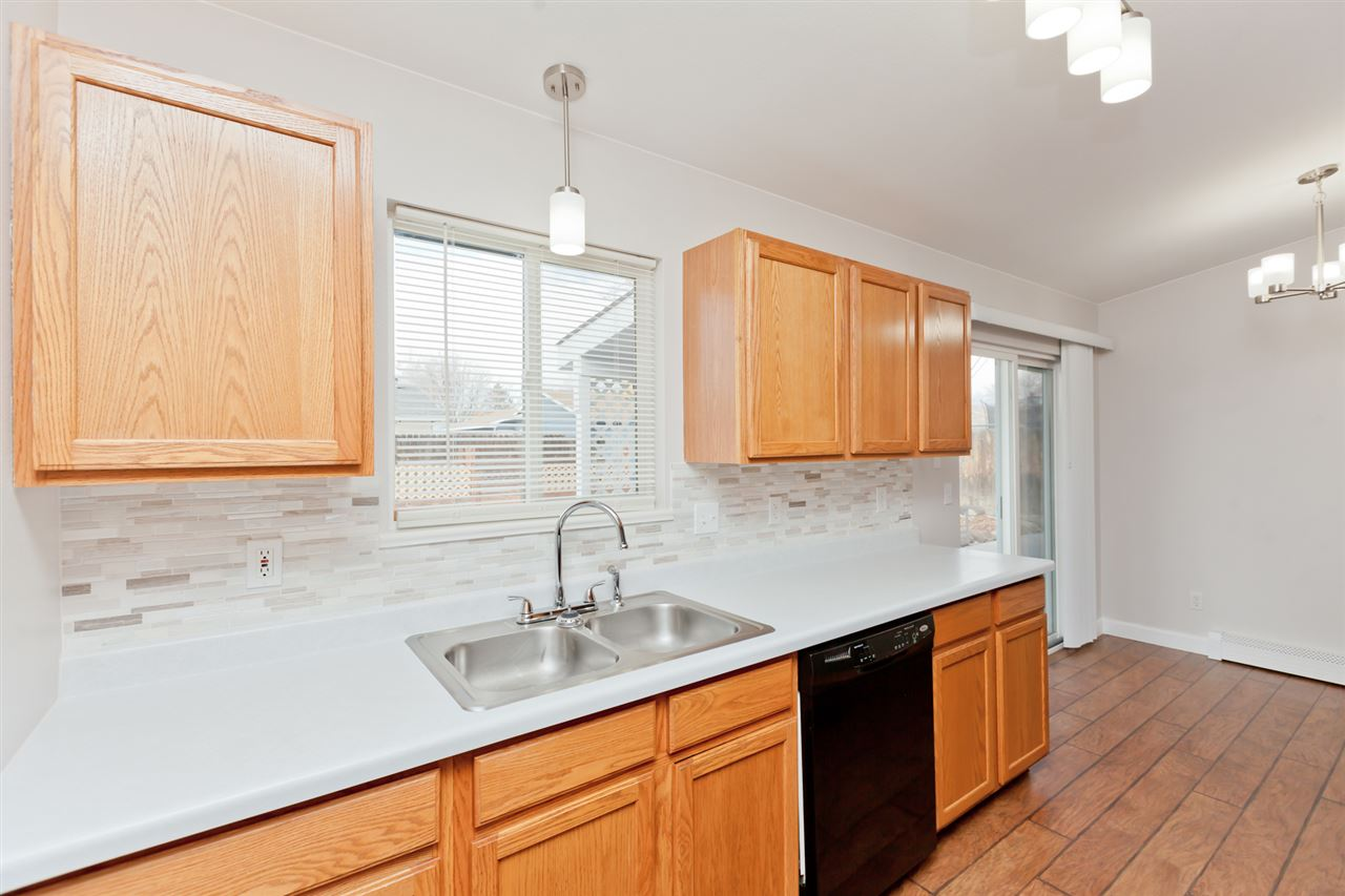 Dual Stainless Steel Kitchen Sink with Sprayer!