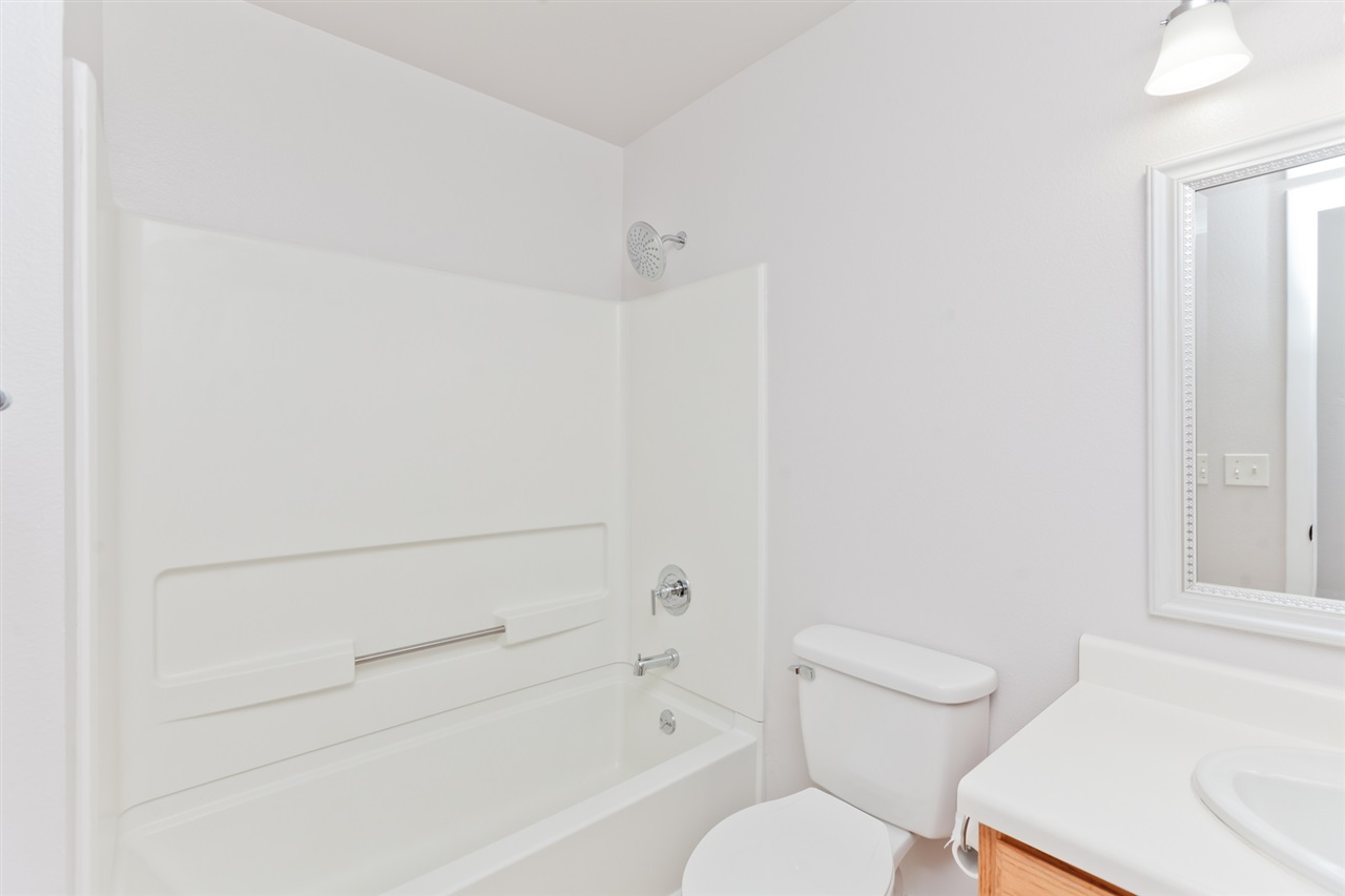 Full Guest Bath with Crisp and Clean Updates!