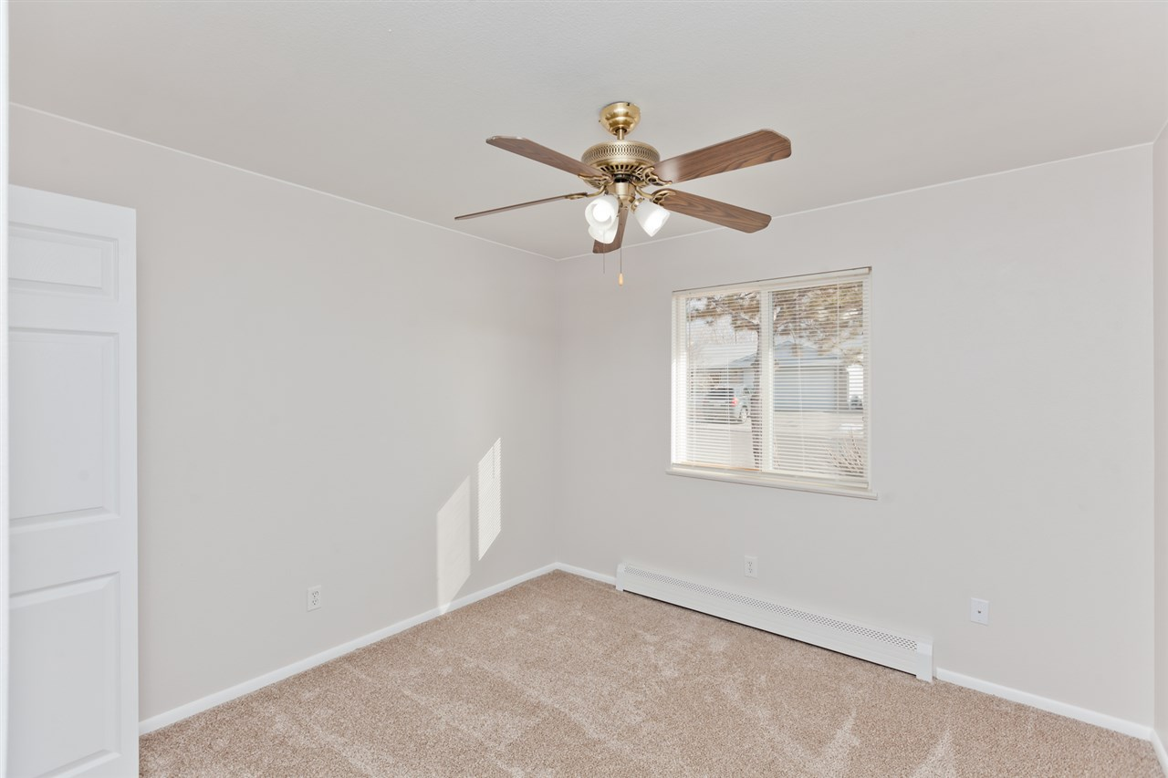 Ceiling Fans Throughout!