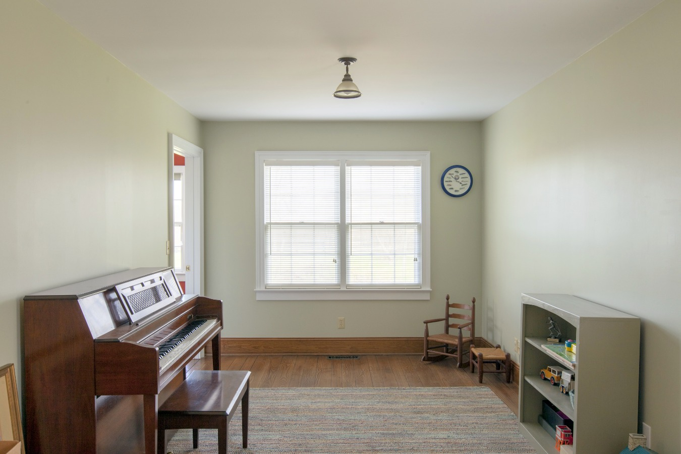 Side room for a guest bed, office or playroom