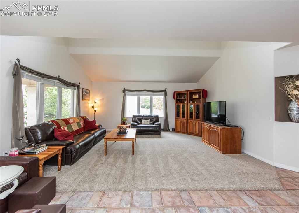 Open & bright vaulted family room