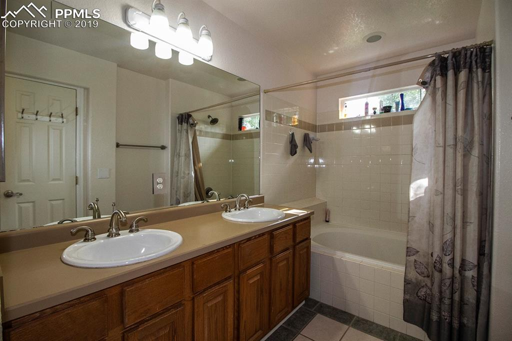 4-piece master bathroom