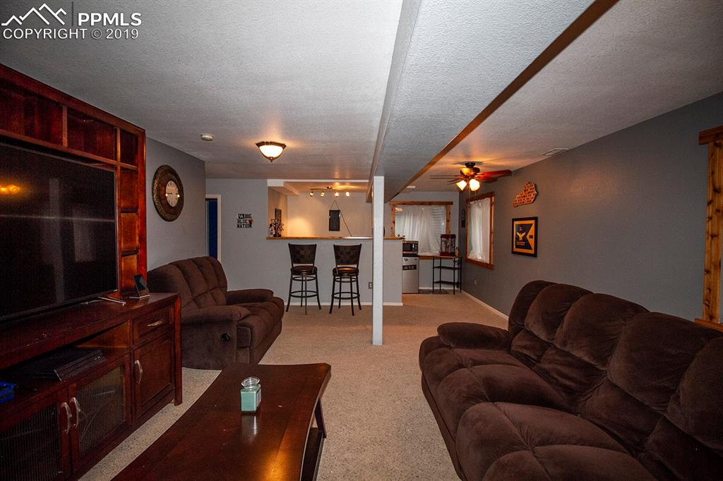 Spacious basement family room with wet bar