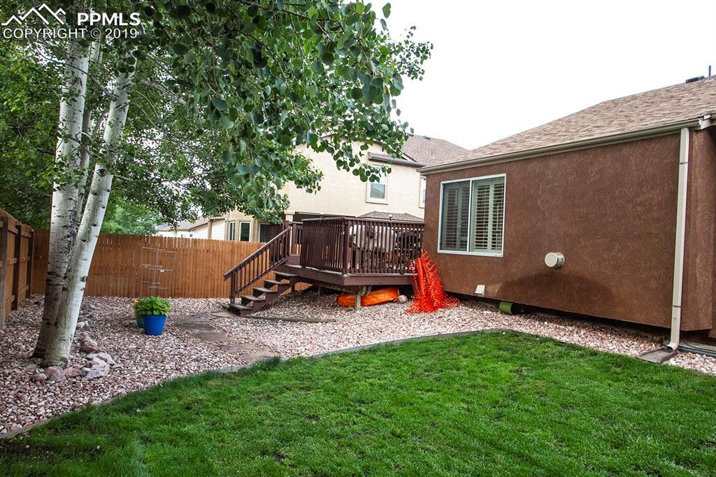 Back deck, yard, & mature trees