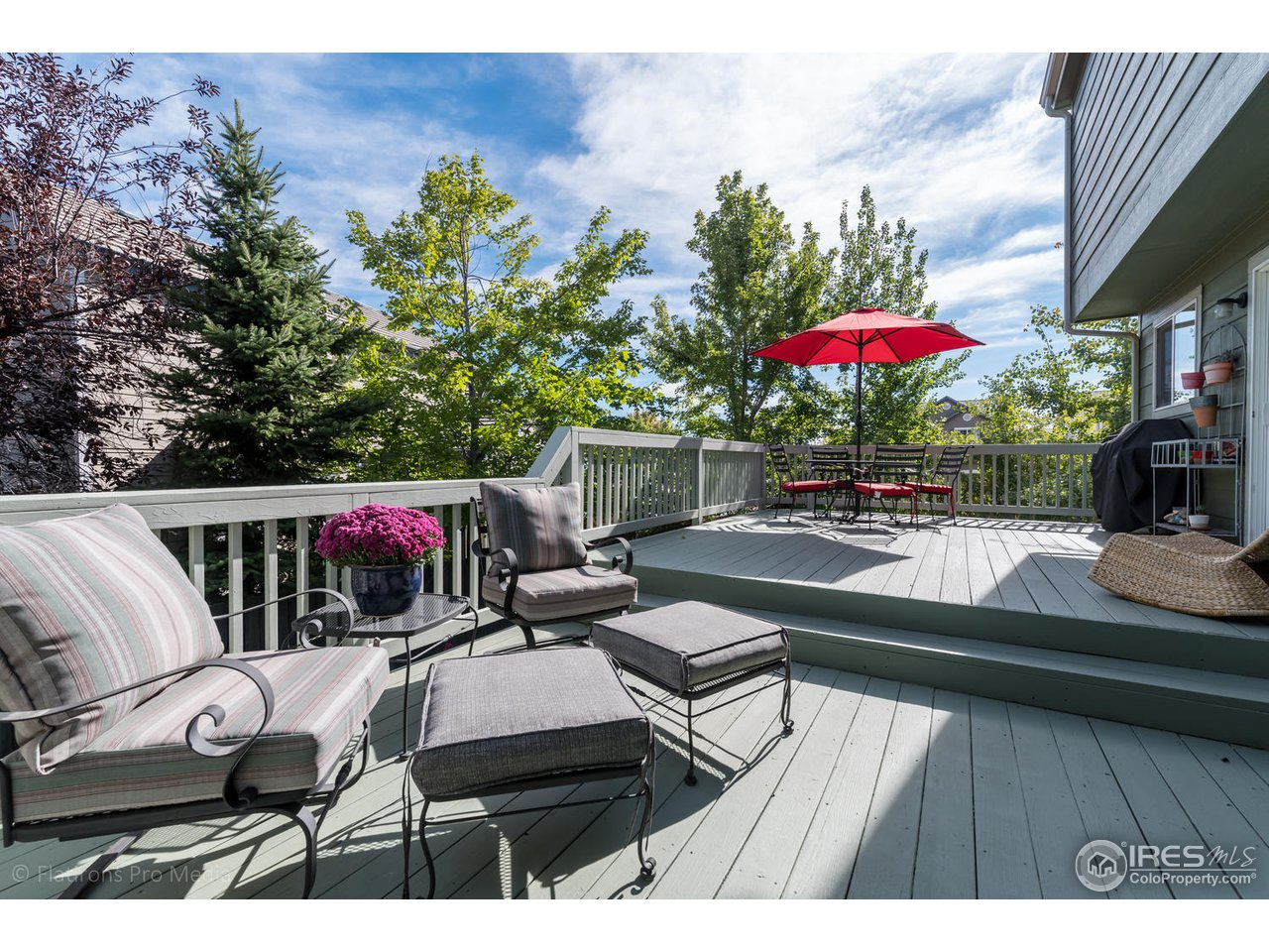 Large deck ideal for entertaining