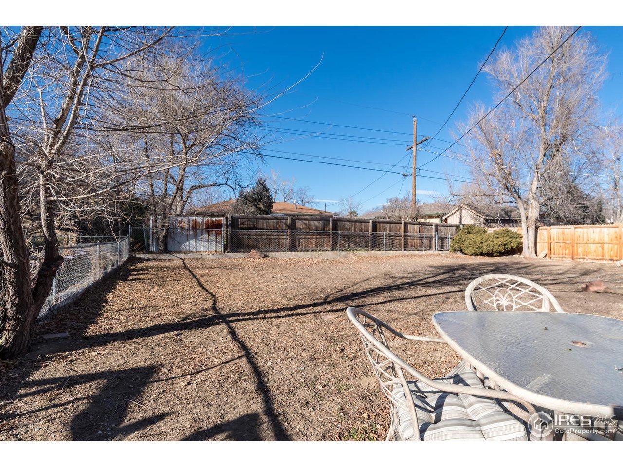 Large enclosed back yard