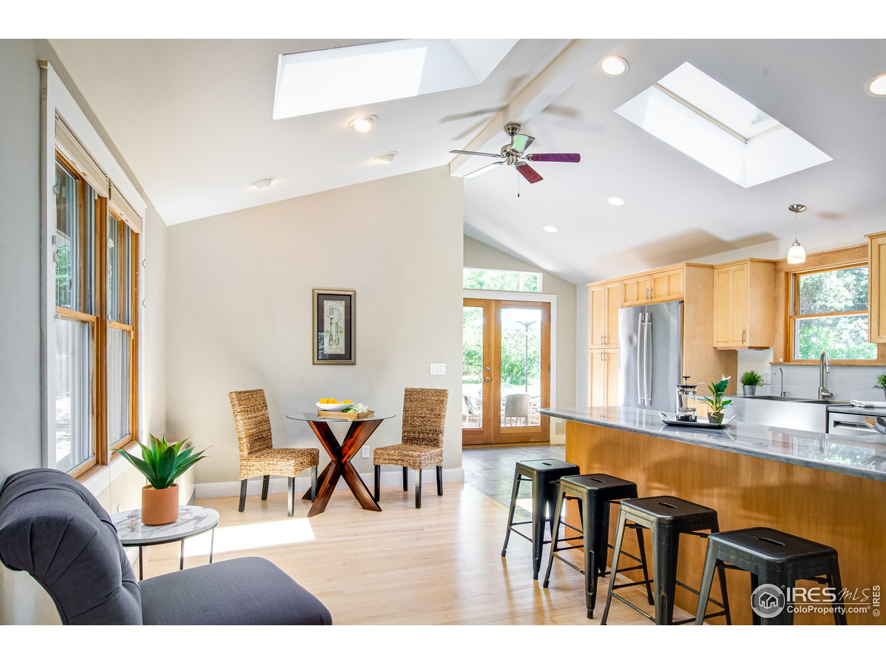 Vaulted Eat-in & Kitchen