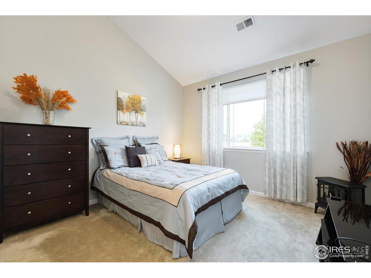 primary bedroom w/walk in closet