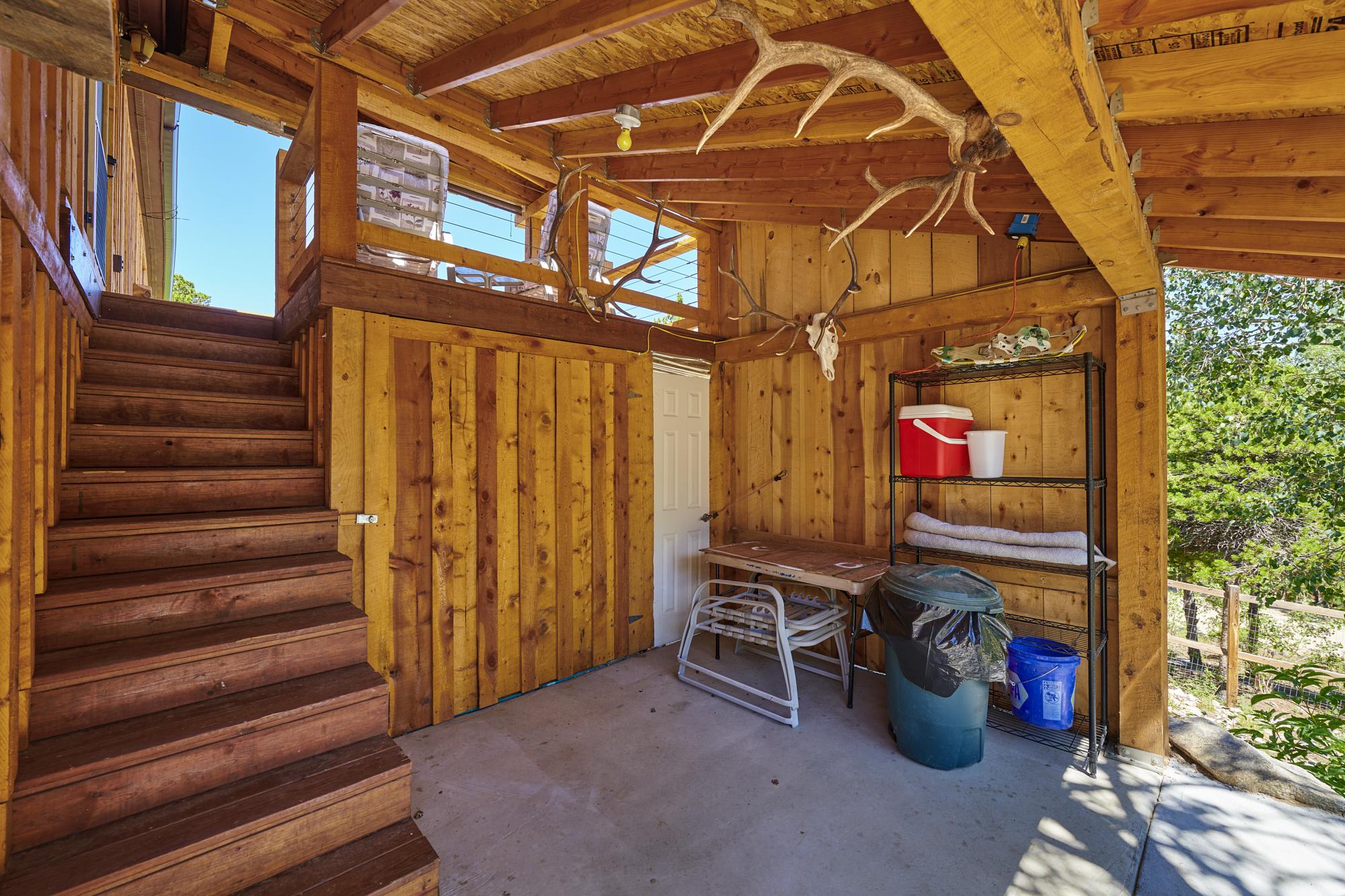 Storage area & access to garage
