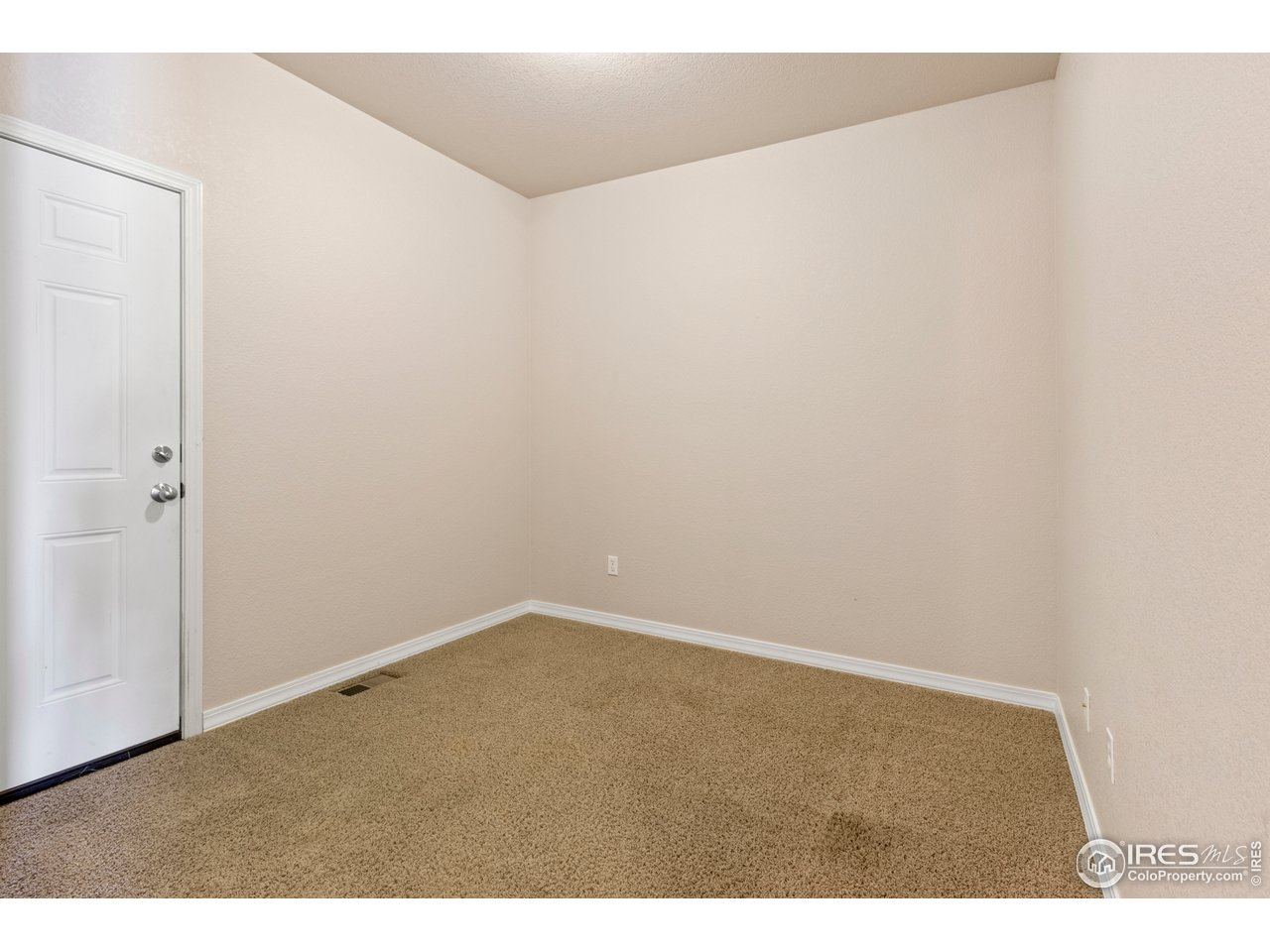 Separate living space off bedroom #4