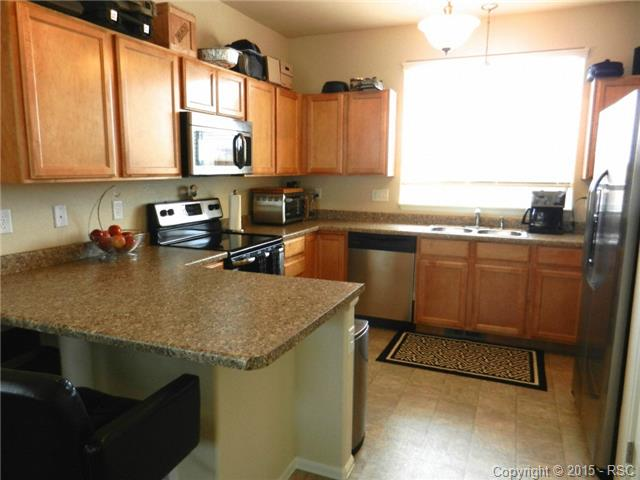 Kitchen with Breakfast bar, stainless appliances and pantry
