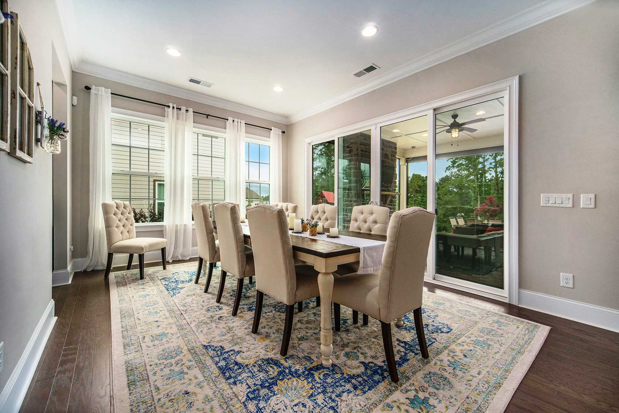 Huge Breakfast room opening to screened porch
