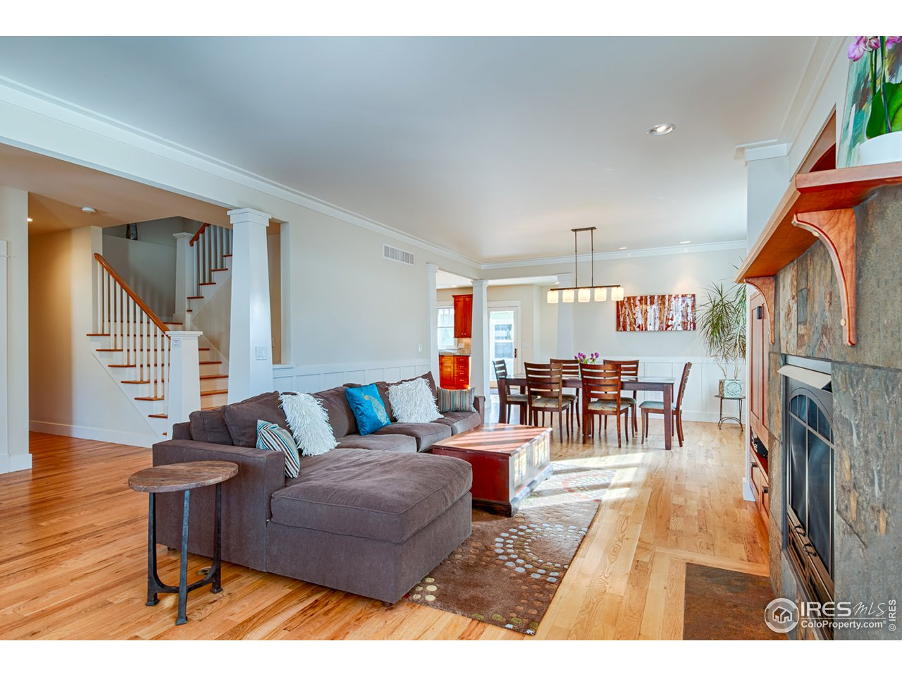 Main level living w/gas fireplace