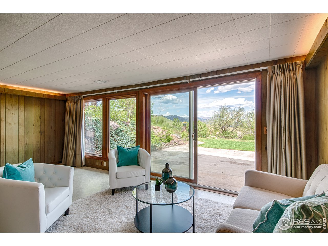Walk-out basement family/rec room w/ north views