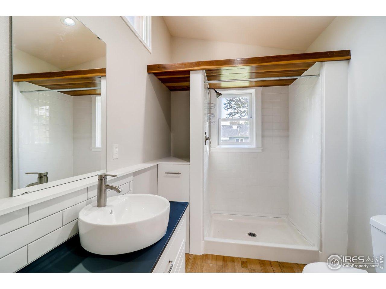 Backyard studio newly updated 3/4 bathroom