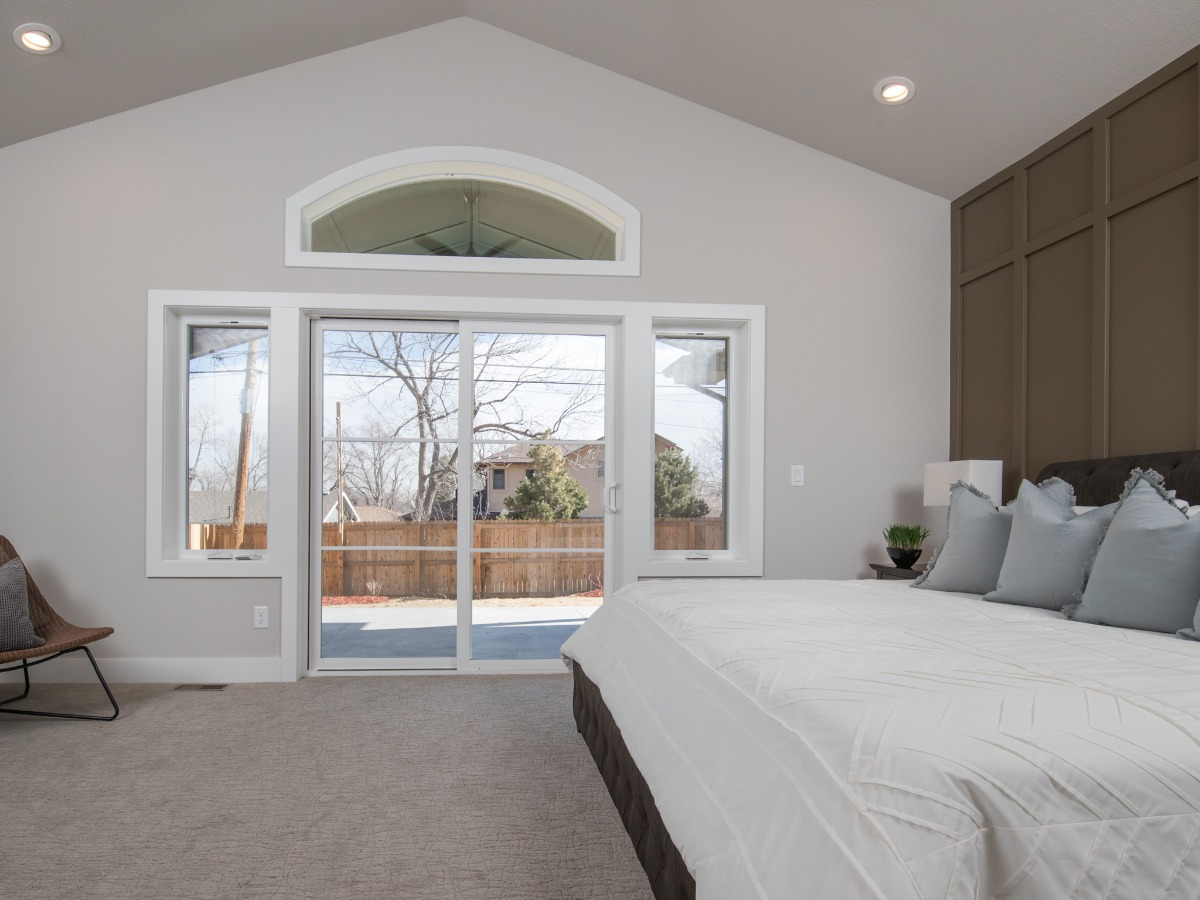 VAULTED MASTER SUITE!