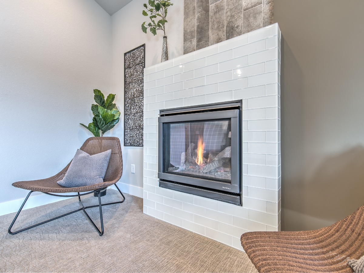 MASTER FIREPLACE WITH ACCENT WALL