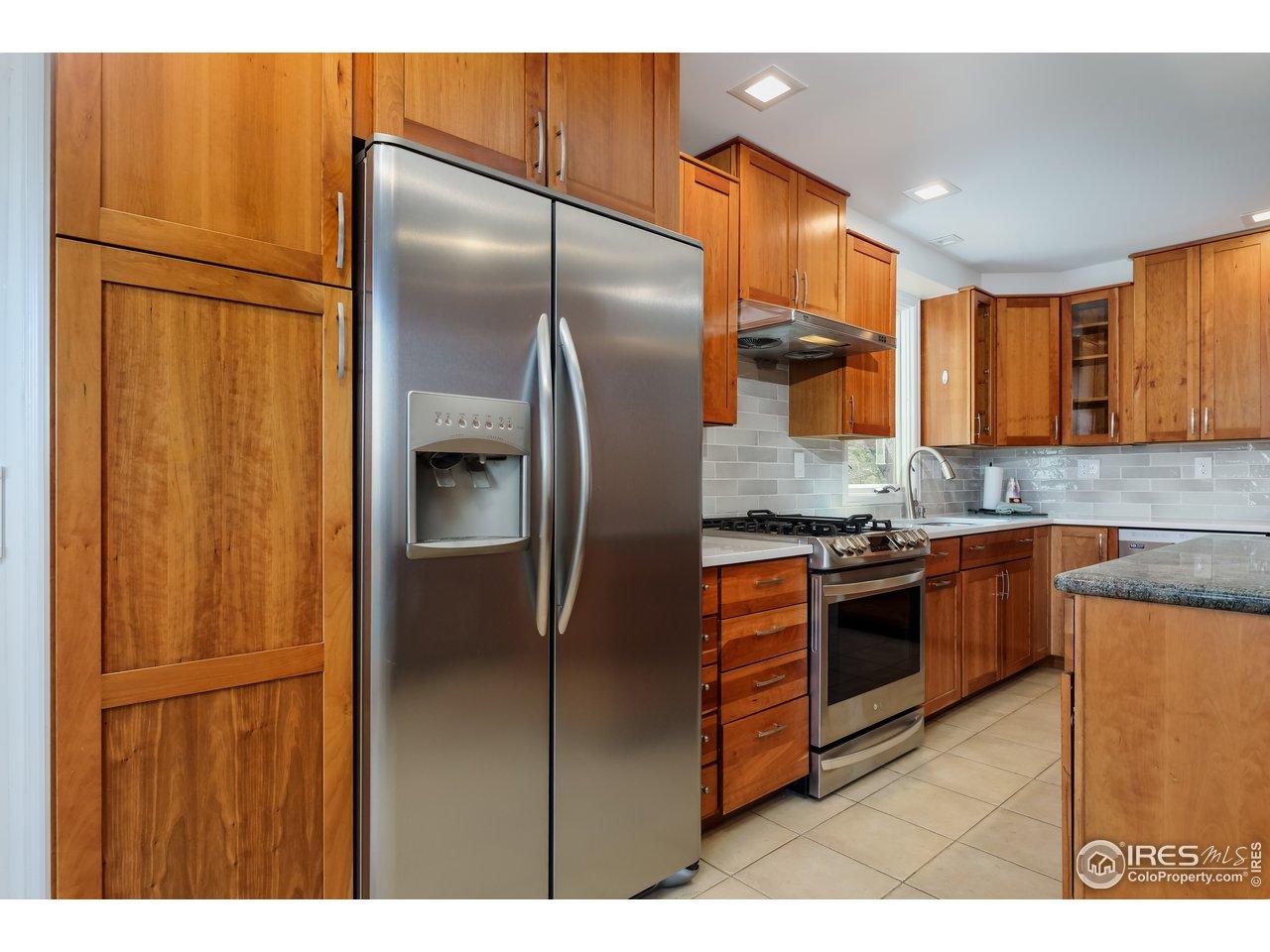 Gorgeous Kitchen w/ Cherry Cabinets