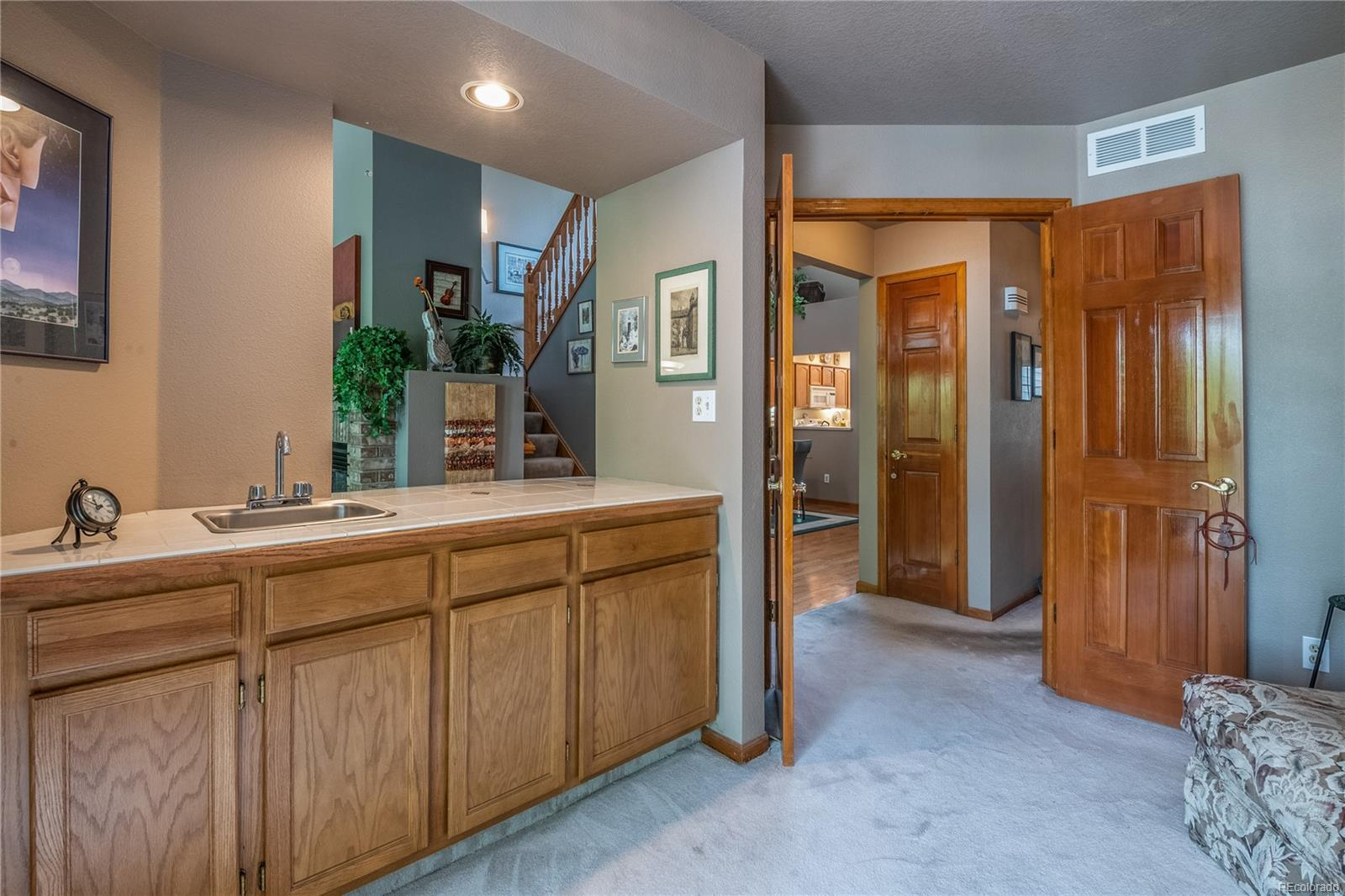 Master Retreat / Loft, private west facing Deck, vaulted ceilings