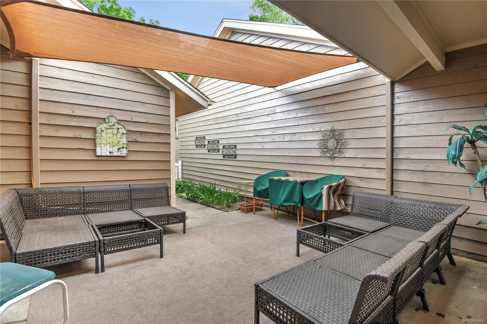 Private Courtyard with canopy, Entrance