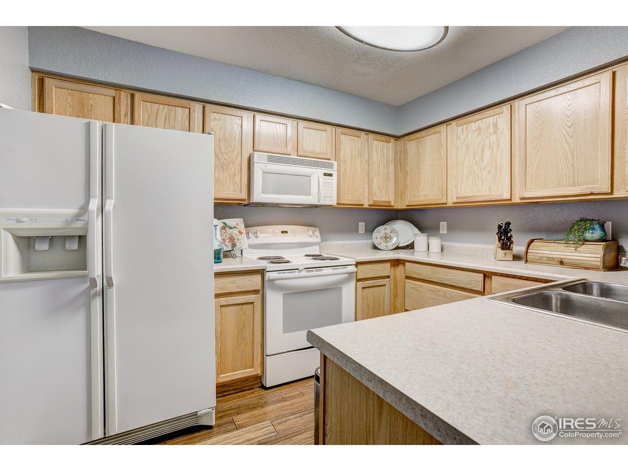Sunny Kitchen w/Abundant Counter Space