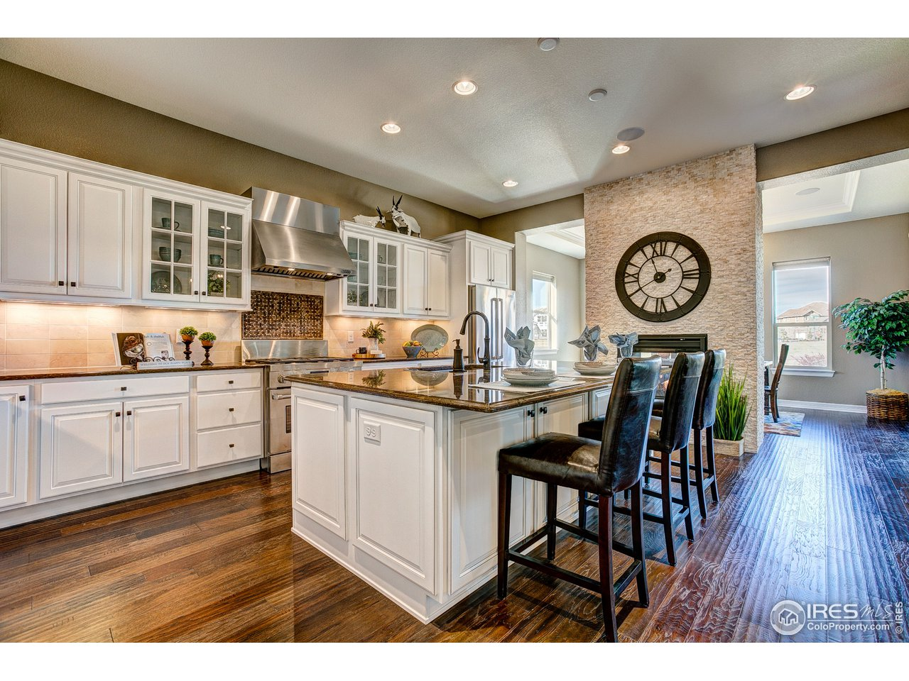 Welcoming Kitchen Loaded w/Luxury Features