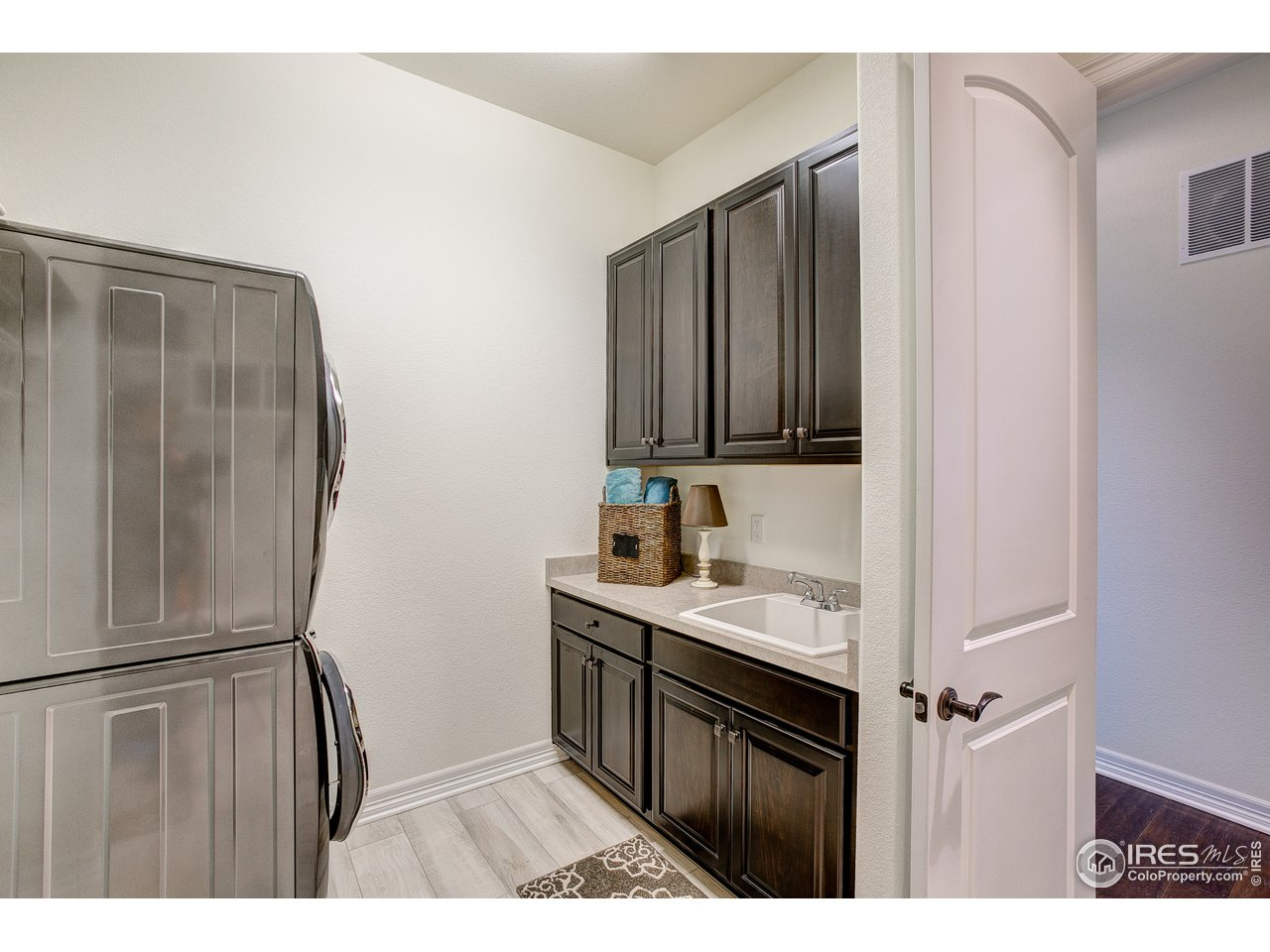 Laundry-Mud Room w/Utility Sink & Built-ins