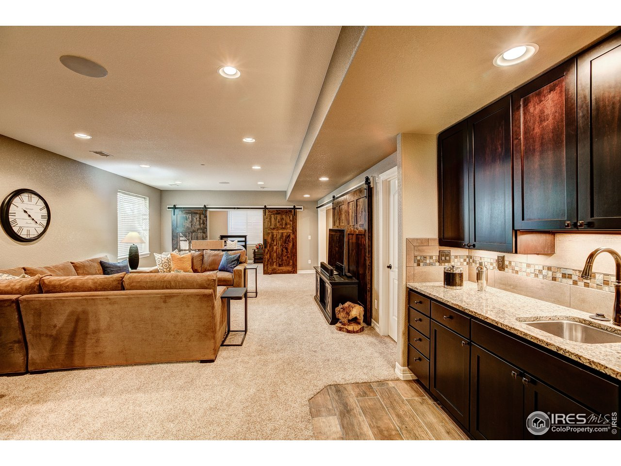 Party Time! Lower Level Family Room w/Wet Bar