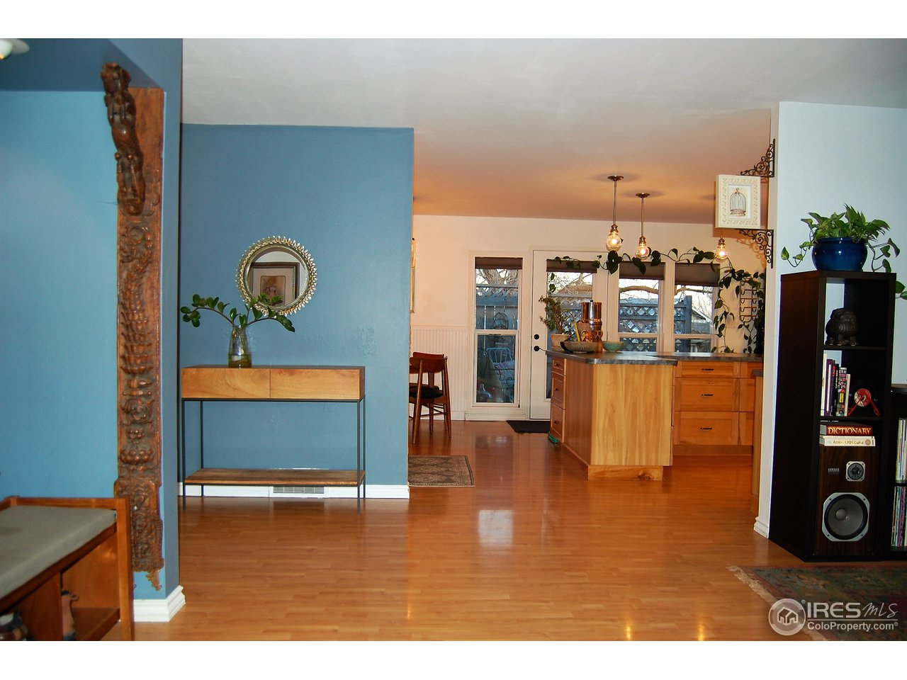 Bright, Well Kept w/ Open Main Living Space