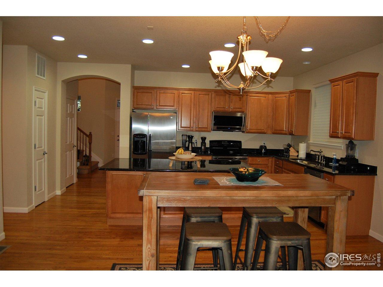Kitchen w/ Island, Granite & SS Appliances