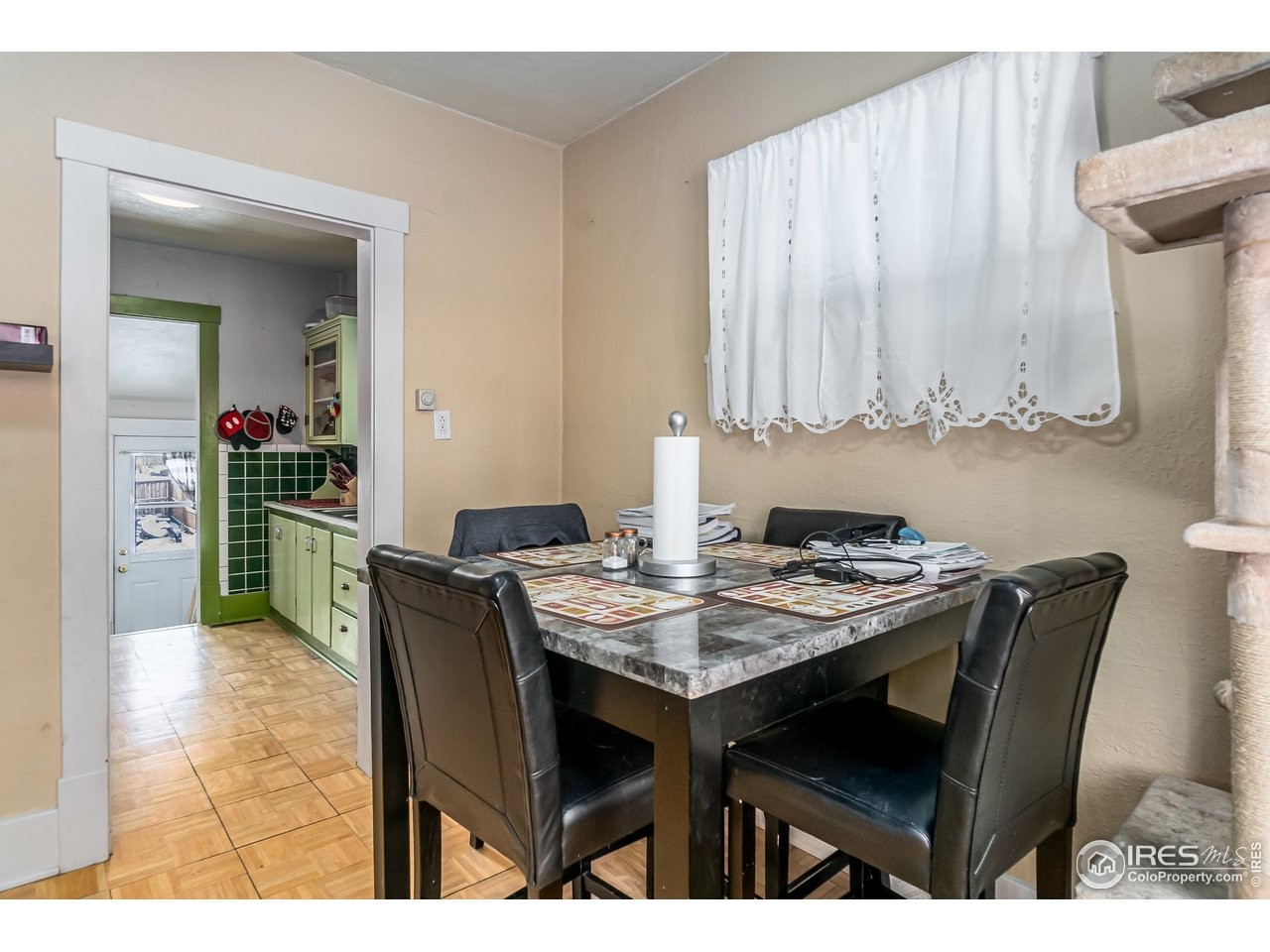 Dining right off kitchen