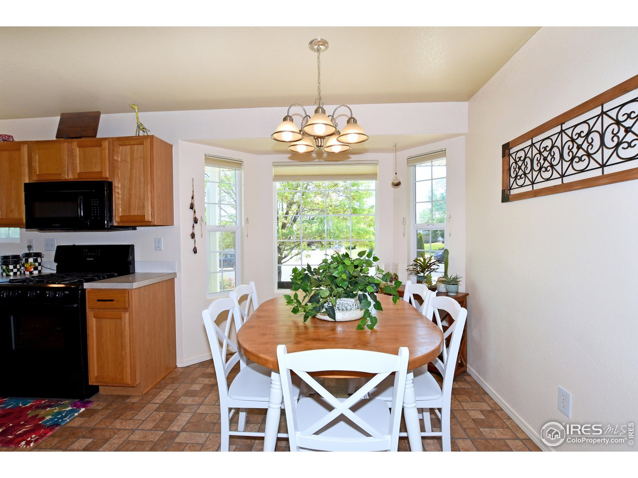 Spacious Eating Nook with Bay Window