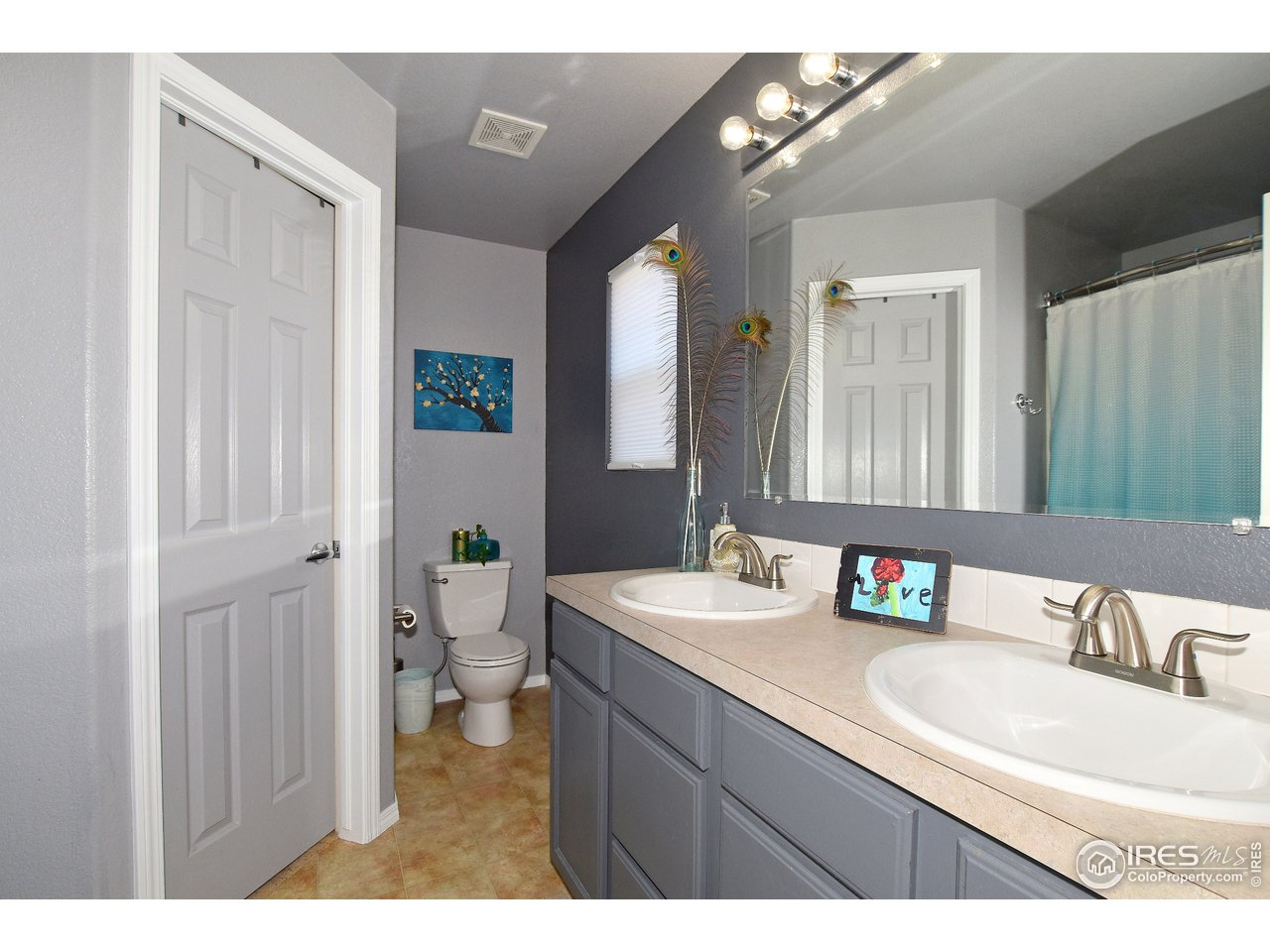 Private 4 Piece Owner's Suite Bathroom with Walk-in closet