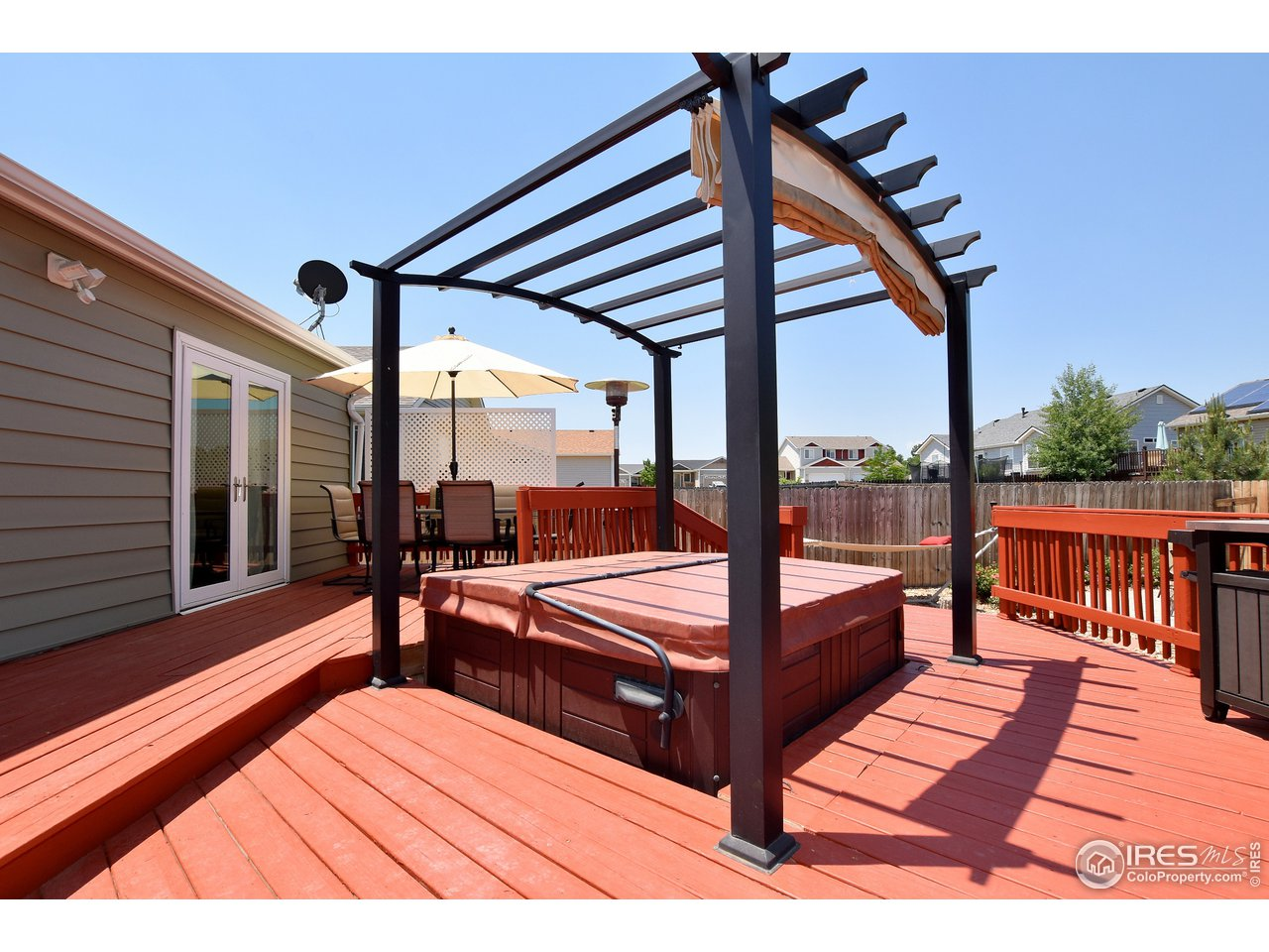 Expansive Deck with Hot Tub with shade