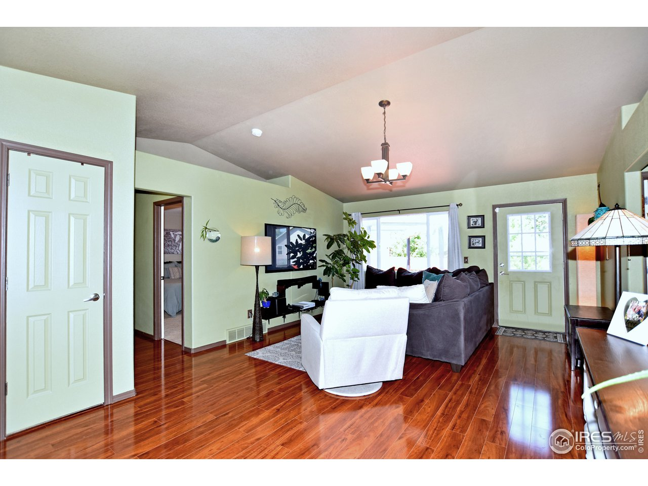 Vaulted Great room with Newer Laminate Floors,