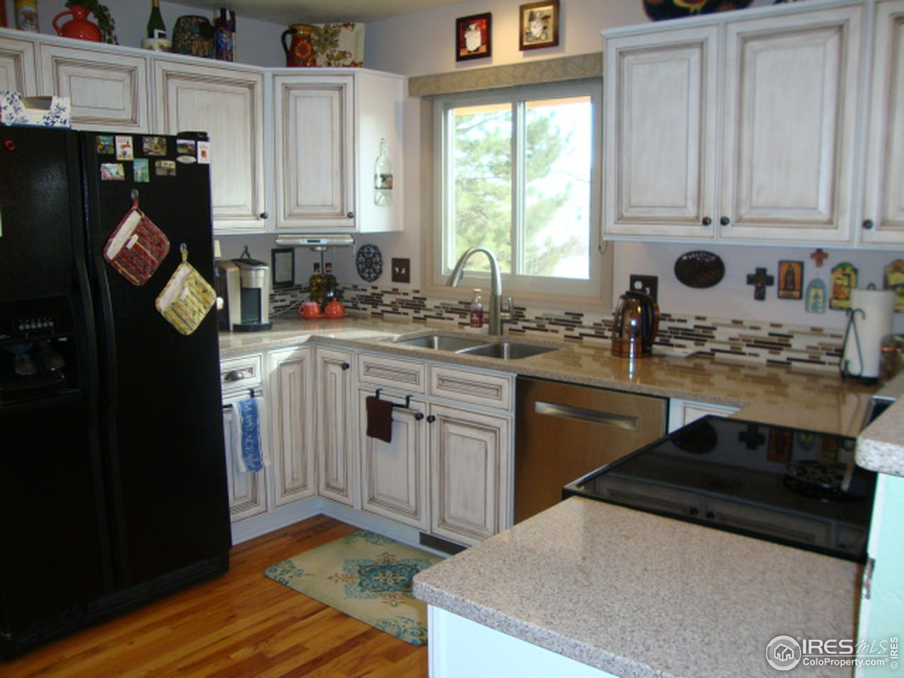 Great kitchen with lots of light